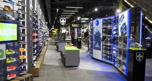 JD Sports Amsterdam nieuw met loopband van magazijn naar winkel